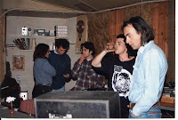 Nίκος Παπάζογλου και Yeah (Γιάννης Ντρενογιάννης, Χρύσα Πανταζή, Τάκης Γιαννούτσος και ο ηχολήπτης Χρήστος Μέγας) στο στούντιο Αγροτικόν