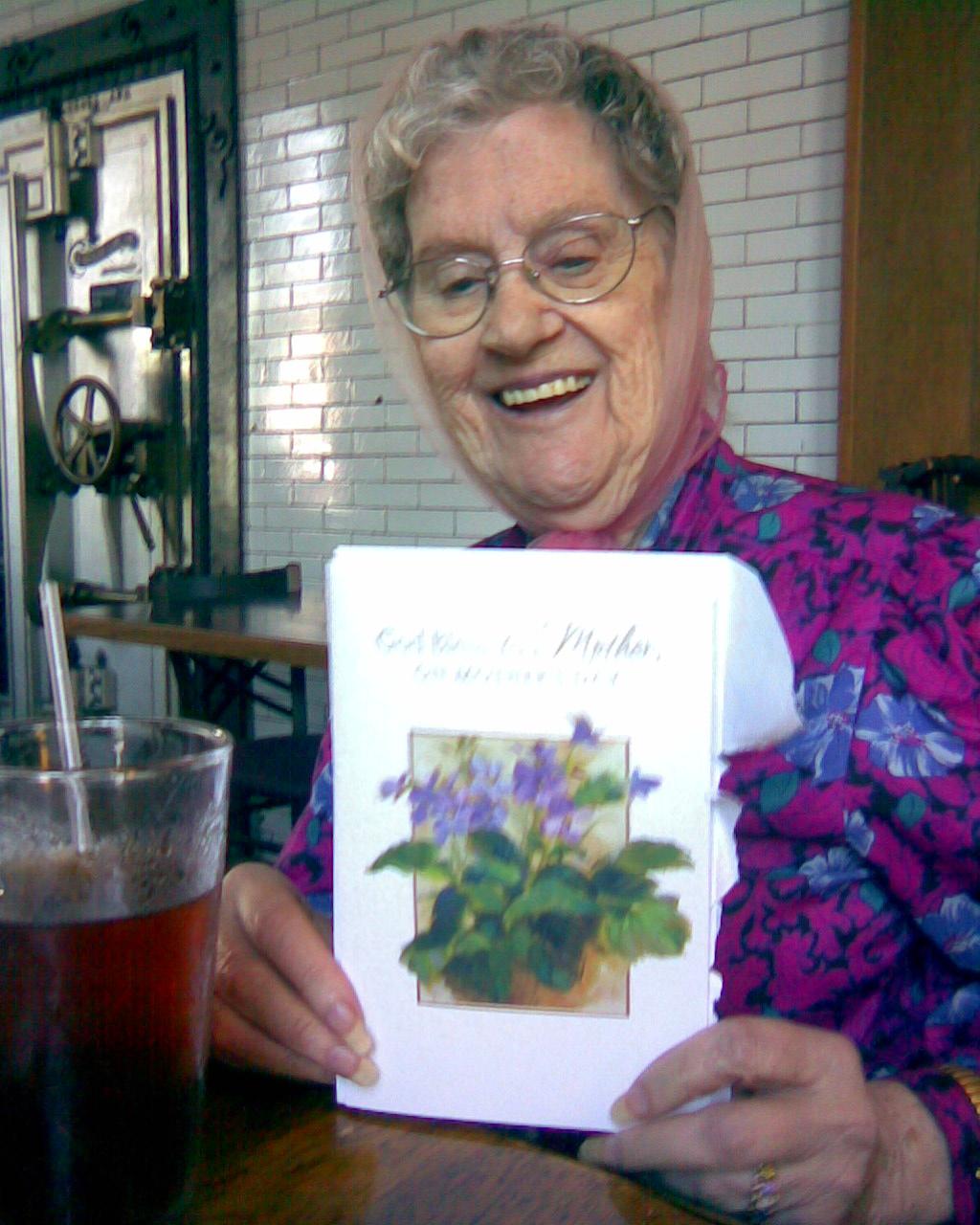 http://2.bp.blogspot.com/_3syXZt2GvO0/TG8oWIDYWMI/AAAAAAAADWU/X73Uw4p_0og/s1600/Lady+with+card.jpg
