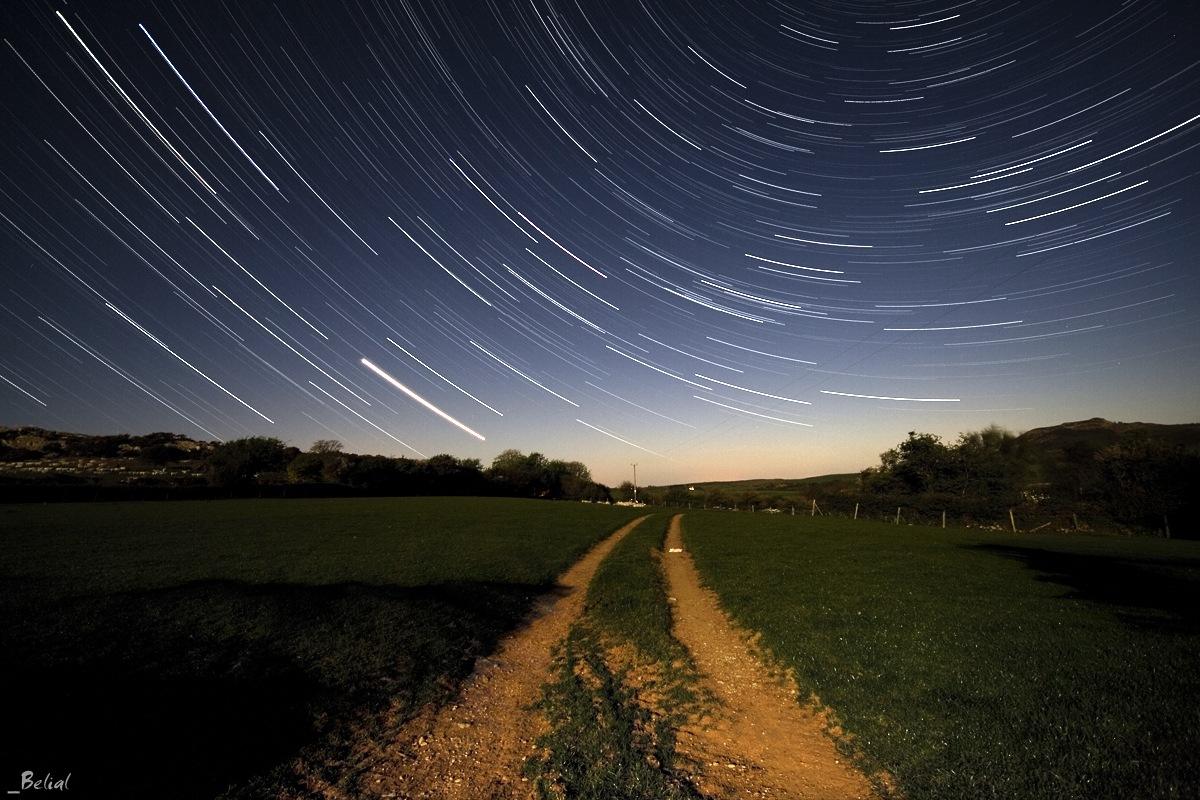 http://2.bp.blogspot.com/_3tiaJYhdQ8U/TUhSqr3D5fI/AAAAAAAAAl4/7IVs7QGcpFM/s1600/colors-of-night-sky-03.jpg