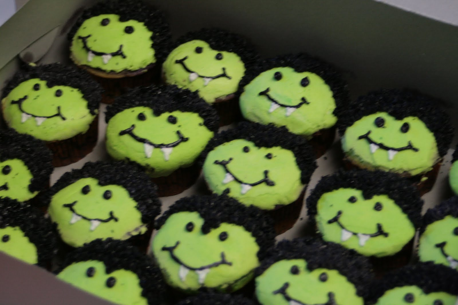 The Sweetest Things: Halloween Cupcakes