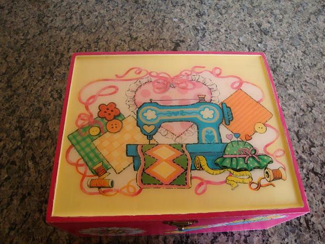 Pintura em MDF, caixa de costura