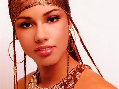 attractive Alicia Keys