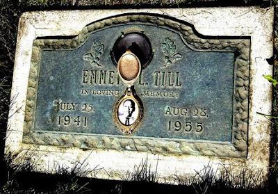 Placa de Emmett Till en el cementerio