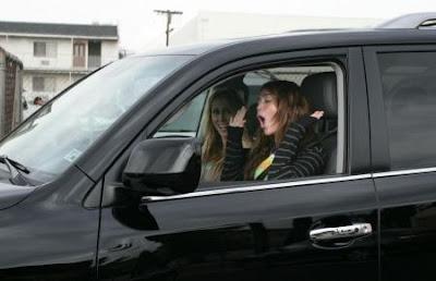 Miley Cyrus si-a luat permisul de conducere