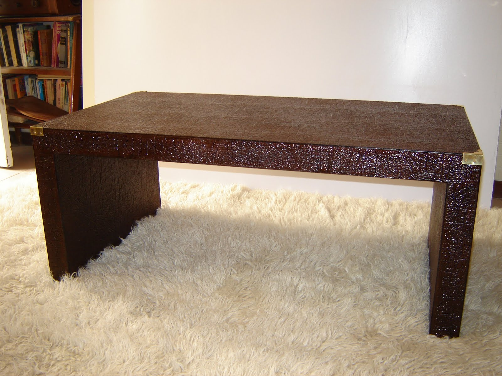 Dise os mesa ratona en imitaci n cuero laqueado con for Mesas diseno imitacion
