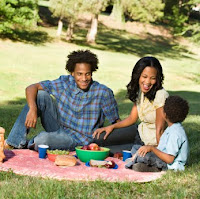 NAMC summer vacation ideas for Montessori families having a picnic