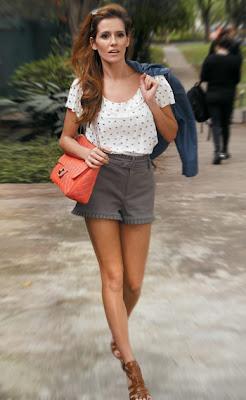 http://2.bp.blogspot.com/_4-VHoZouj_Y/S8Eps_KLALI/AAAAAAAAAGw/ULRI0pcymKE/s1600/085_moda-famosas-celebridades-estilo-deborah-secco.jpg