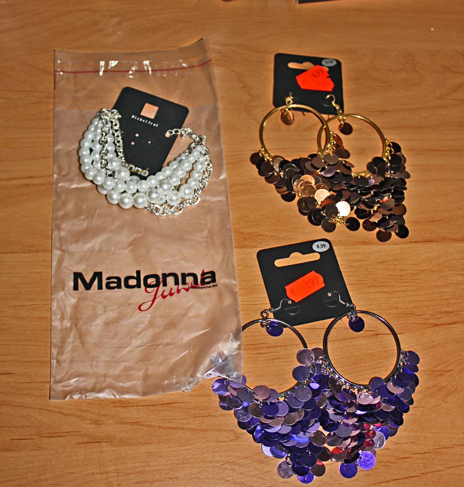 http://2.bp.blogspot.com/_41UFRrACij8/TJOFhb-LuZI/AAAAAAAABYA/WsWJTdWgZ_k/s1600/madonna.jpg