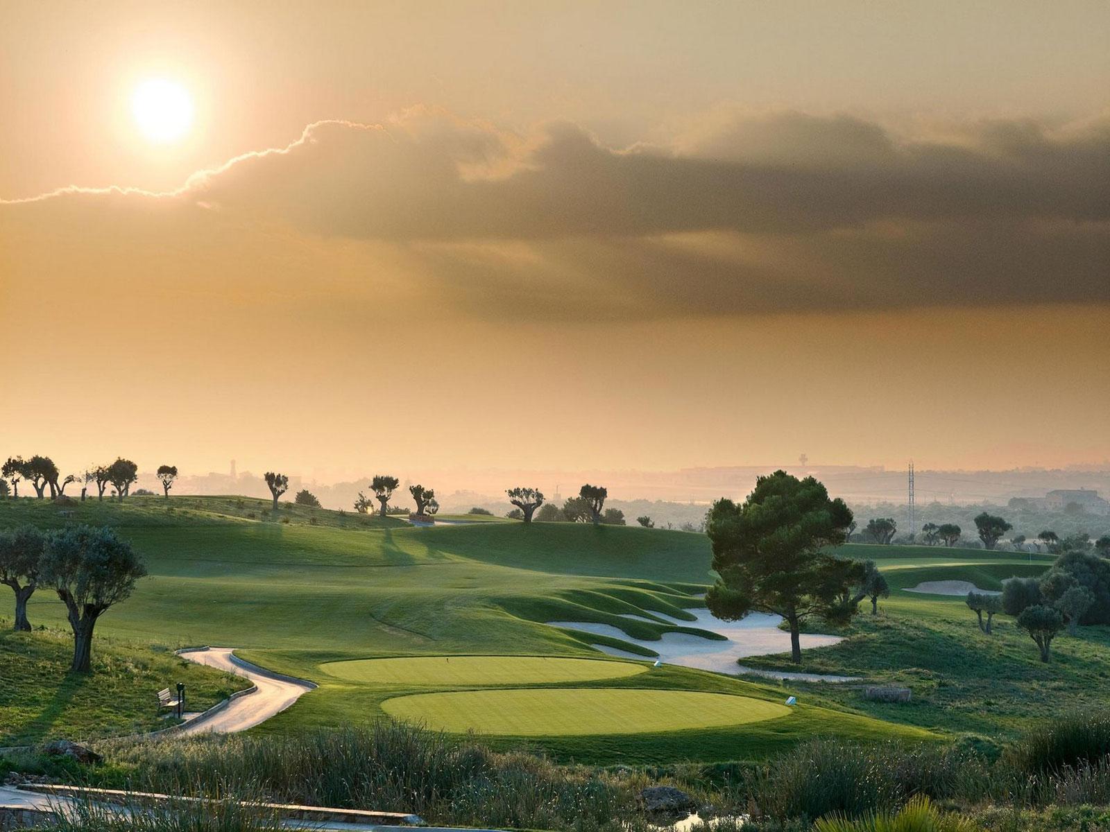 http://2.bp.blogspot.com/_41r4-VqK2SE/TIx6HcYqxCI/AAAAAAAAAuU/7aJmbTSUZo8/s1600/Majorca-Golf-Course-Wallpaper.jpg