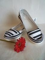 088a36c7c28092 ORIGINAL WOMAN SANTA CRUZ-offer price!! RM65 pair. COLOUR  BLACK WHITE  STRIPE AVAILABLE SIZE  W7 (For normal size W5