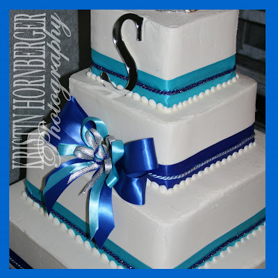Great use of the two shades of blue on this cake