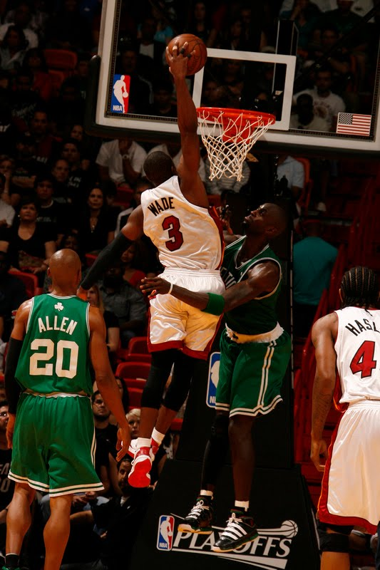 Celebrity Clothing Celeb: lebron james dunking on kevin garnett