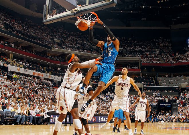 dwight howard dunking pictures. dwight howard dunks on lebron.