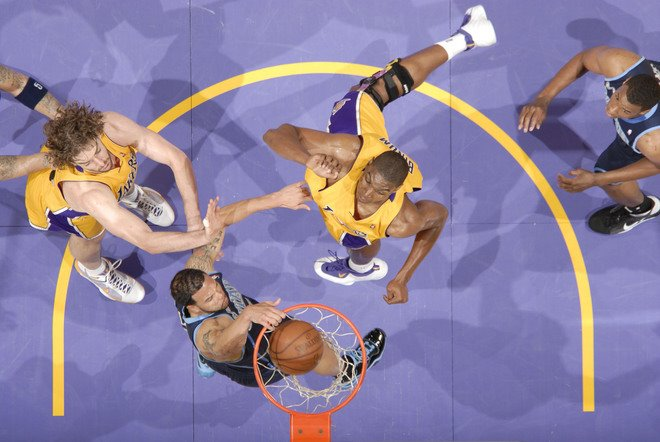[Deron+Williams+Dunks+On+Andrew+Bynum.jpg]