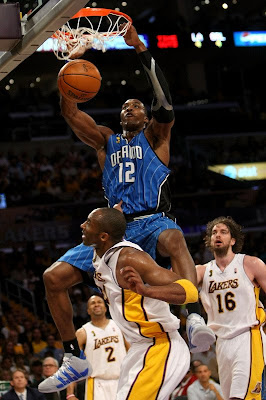 Dwight%2BHoward%2BDunks%2BOn%2BKobe%2BBryant%2B7.jpg