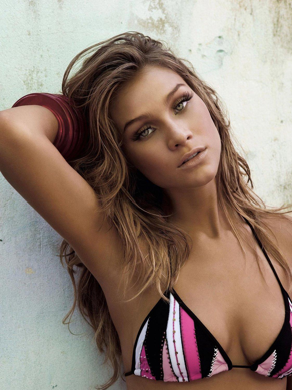 Manuela Furtado sexy bikini