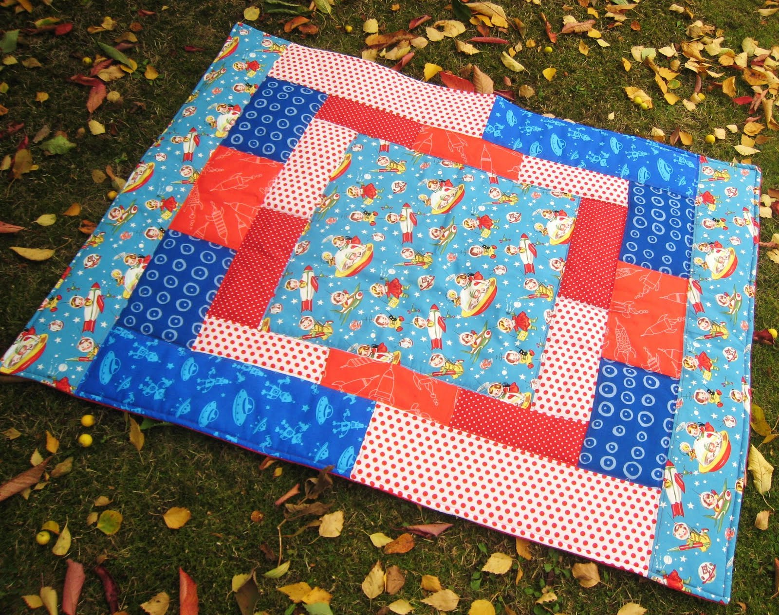 Kitschy coo retro rocket quilt the nitty gritty for Spaceship quilt