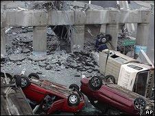 Carreteras y autopistas quedaron destruidas por el terremoto