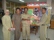 Penerbit Pemerintah yang menerbitkan karya cetak berupa buku dan majalah wajib diserahkan