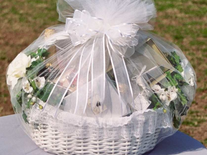 Top 5 Wedding Gift Ideas : Top 5 Wedding Gift Ideas ~ Familli Wedding Idea wedding gift ideas ...
