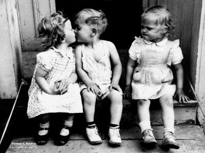 [kids+kissing+original.jpg]