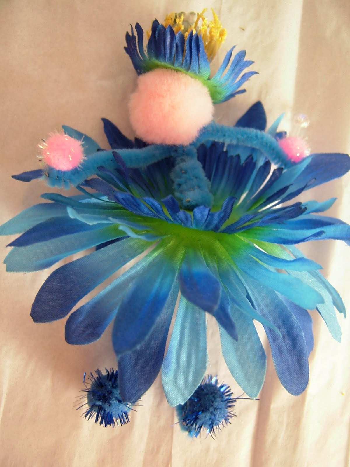 Fairy Crafts Silk Flowers http://lindaomasoldebaggsnstuftshirts.blogspot.com/2010/06/heres-how-to-make-gks-flower-fairy.html