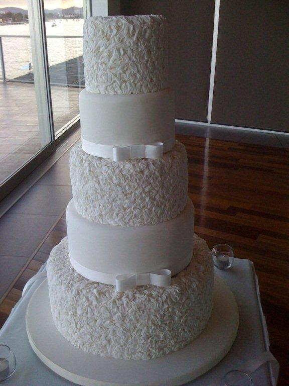 Cakes by JudyC: Process of putting together a 5-tier wedding cake
