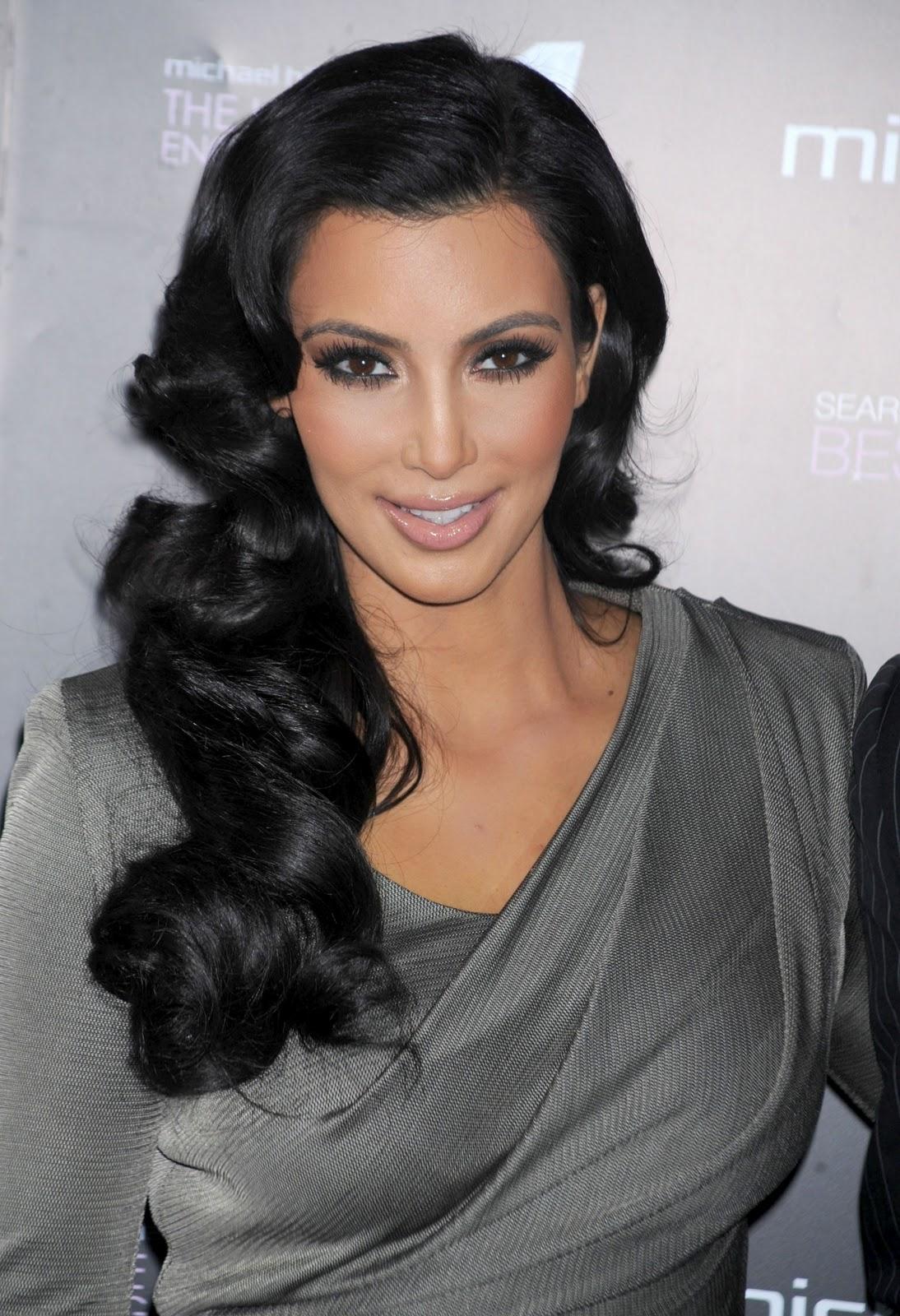 http://2.bp.blogspot.com/_48YMTKPyEMI/TQ4I4RgFcSI/AAAAAAAABEM/xHsFp1Zxzo8/s1600/Kim-Kardashian-37.jpg