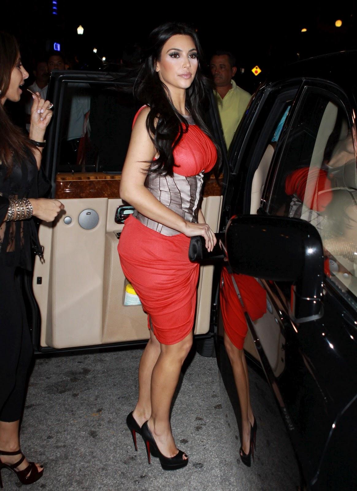 http://2.bp.blogspot.com/_48YMTKPyEMI/TQt7ty-Hq_I/AAAAAAAAAtQ/k9RFyyFaW-I/s1600/Kim-Kardashian-36.jpg