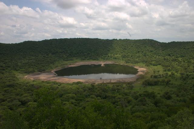 Resultado de imagen de El mayor impacto sobre la tierra que se tenga conocimiento, sucedió hace 2.000 millones de años a poco más de 100 kilómetros de la actual ciudad de Johannesburgo (Sudáfrica). Se le llama Vredefort