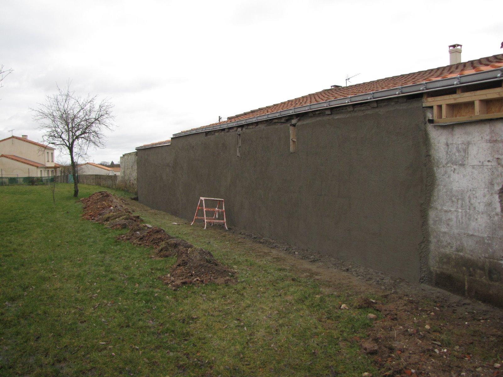 Notre maison mur arriere en limite de propriete - Mur en limite de propriete droit ...