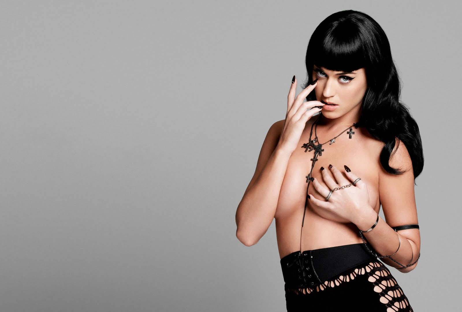 http://2.bp.blogspot.com/_49jceXvjh3g/TDNKv4fBDhI/AAAAAAAAD7E/HZ1B06_Nsho/s1600/71053_Katy_Perry_Yu_Tsai_Photoshoot_2010_for_Esquire_2_122_524lo.jpg