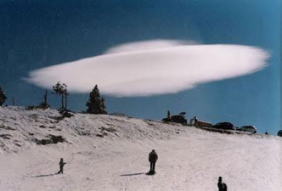 Unusual ufo lady snaps saucer shaped cloud