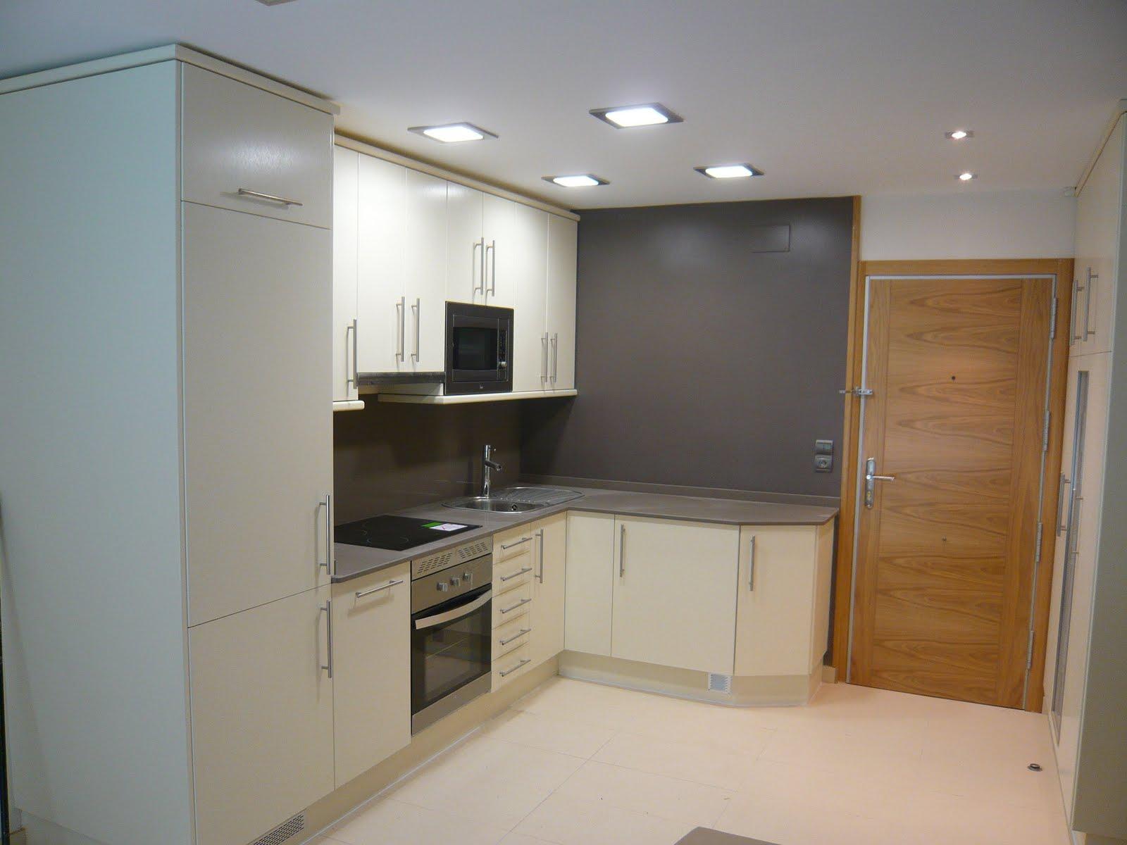 Reuscuina cocina en formica color crema - Muebles cocina formica ...