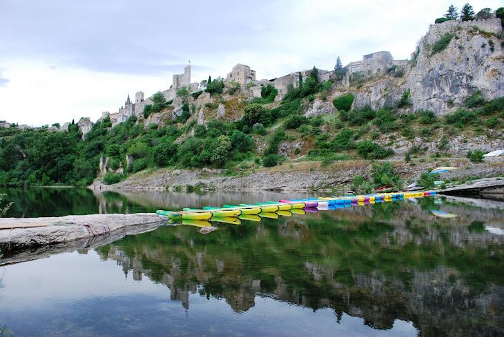 PONT DE CANOES POUR LE TRAIL DE ST MARTIN D'AIGUEZE (photo Alex BENINI)