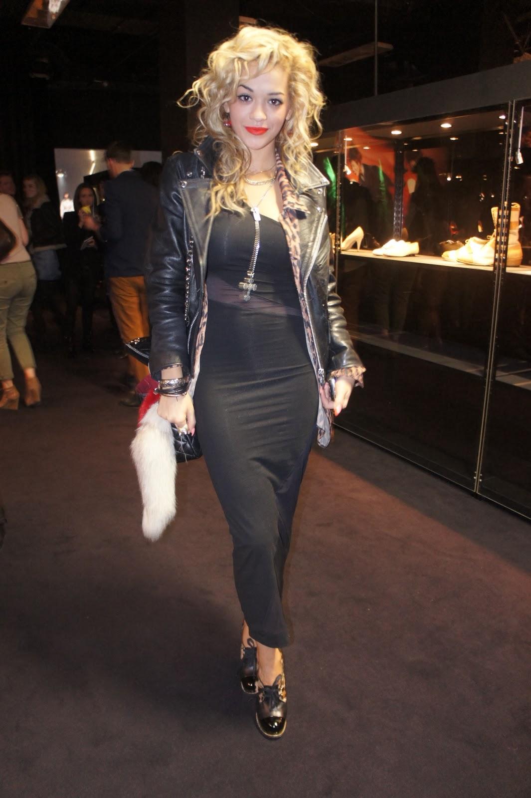http://2.bp.blogspot.com/_4Bc8ECXYLUU/TJzIsVLOsyI/AAAAAAAAAoA/Wwv3vRW3kDg/s1600/Vivienne_westwood_exhibition_selfridges_jada_styles_rita_ora.JPG