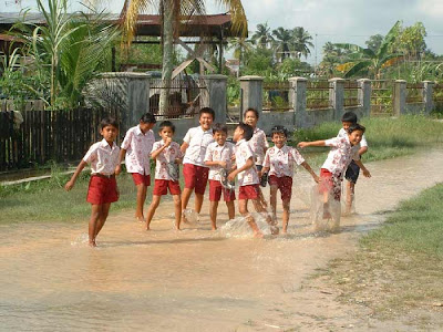 The Boys Enjoy The Flood - Rumbai, Pekanbaru - Riau Flood