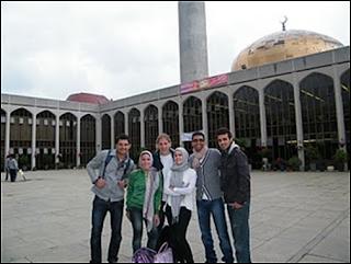 uk3 Gambar2 Pencemaran Masjid di Dunia   Termasuk Syeikh Azhar!