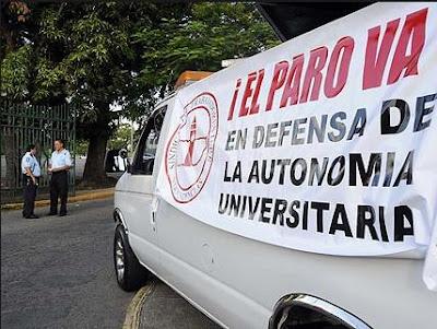 Estudiantes De La UPR No Apoyan Huelga Por No Tener Tiempo Para Comprar Trajes De Baño