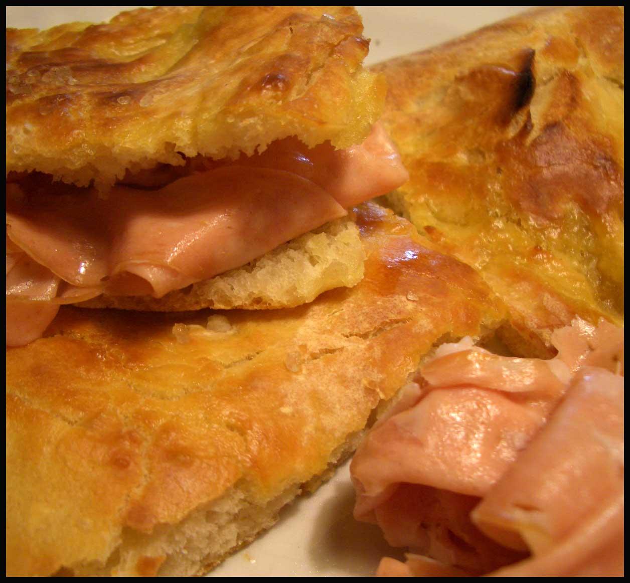 ... PIZZA CO''A MORTAZZA (Pizza bianca con mortadella – Weisse Pizza