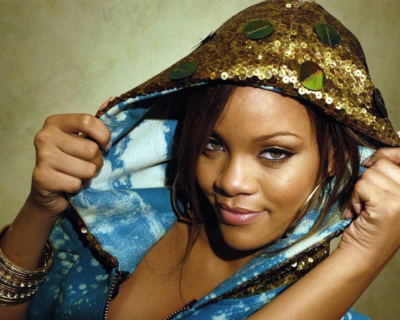 Rihanna (Biography)