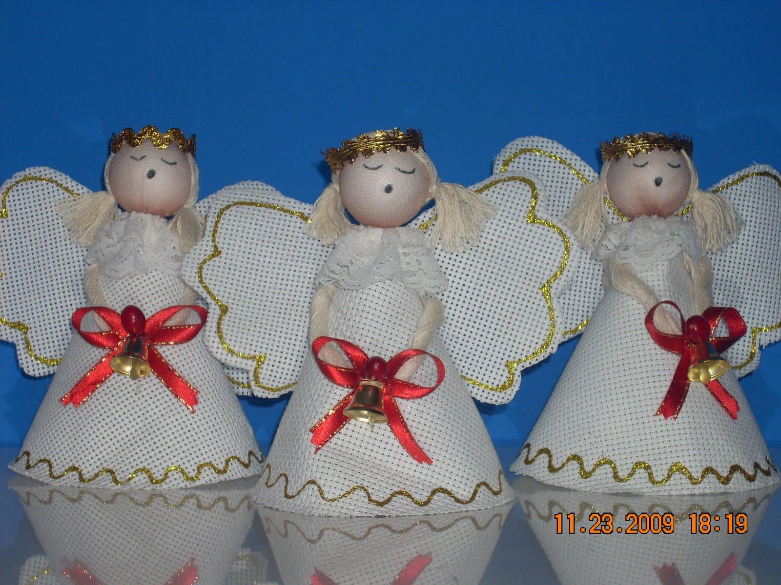 angeles realizados con genero panam blonda cinta cabeza de plumavit forrada y una campana para adornar mesas arboles muebles en plantas etc