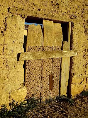 Antiguo trillo, ahora puerta en Villasexmir
