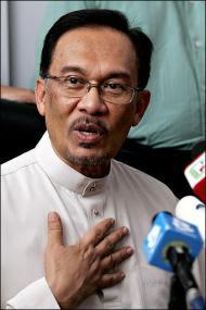 Tuduhan liwat - cubaan tutup lubang C4 buatan Rosmah?