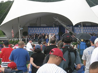 Doug Harvey greeted at the podium by Bud Selig
