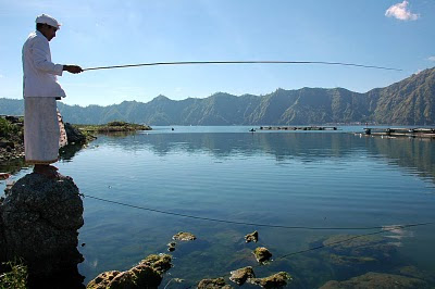 Lake Batur Bali: Fishing at Toya Bungkah