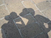 autofoto con sombreros, el sol aprieta