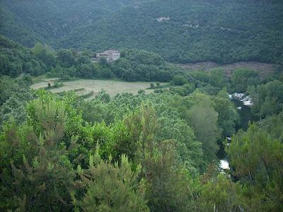 Mas els Terrats, rodeada de bosques