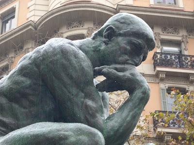 el pensador, de Rodin, en las calles de Barcelona