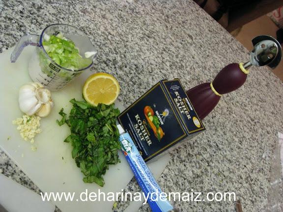 ensalada-con-aderezo-de-albahaca